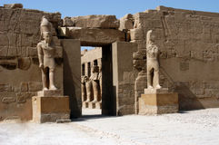 Statua in tempiale antico Karnak Fotografia Stock Libera da Diritti