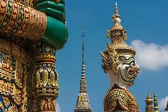 Statua Thotsakhirithon, gigantyczny demon Yaksha chroni wyjście przy Wata Phra Kaew pałac, także znać jako Szmaragdowy Buddha Tem Obrazy Stock
