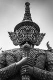 Statua Thotsakhirithon, gigantyczny demon Yaksha chroni wyjście przy Wata Phra Kaew pałac, także znać jako Szmaragdowy Buddha Tem Zdjęcia Stock