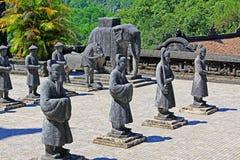 Statua in tomba imperiale di Khai Dinh, sito di Hue Vietnam Unesco World Heritage fotografie stock