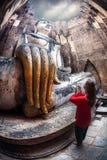 Statua turistica e grande di Buddha in Tailandia fotografie stock libere da diritti