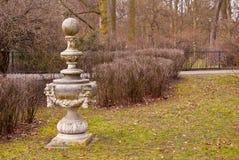 Statua in un parco Immagine Stock Libera da Diritti
