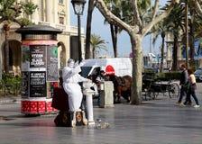 Statua vivente in Las Ramblas, Barcellona, Spagna Immagini Stock