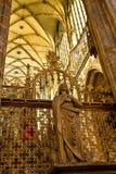 Statua wśrodku Gockiego kościół Zdjęcie Stock