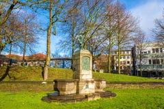 Statua w ogródzie w Gottingen, Niemcy - Obrazy Royalty Free