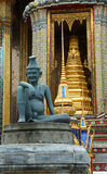 Statua in Wat Phra Kaew. Immagine Stock
