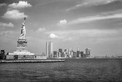 Statua Wolności i bliźniacze wieże Obrazy Royalty Free