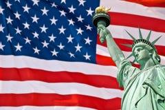 Statua Wolności, Zlany Twierdzić chorągwiany tło, Nowy Jork zdjęcie royalty free