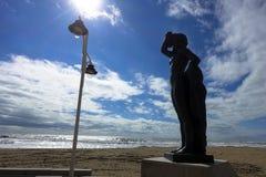 Statua, zabytek, plaża i morze Cadiz w Andalusia w Hiszpania, Obraz Royalty Free