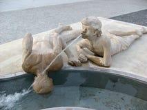 Statuary мальчики на воде Стоковое Изображение RF