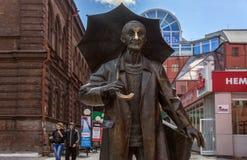 statuaryczny artysty Andrei Pozdeev zbliżenie przeciw tłu miasto krajobraz zdjęcia royalty free