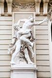 Statue à la façade dans Hofburg, Innerer Burghof, Vienne Photographie stock