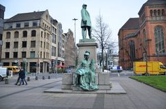 Statue à la place commerciale photo stock