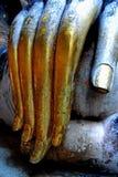 Statue énorme de Bouddha de doigt d'or Photo libre de droits