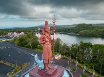 Statue énorme de Shiva dans le temple grand de Bassin, Îles Maurice Ganga Talao images stock