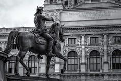 Statue équestre dans Maria-Theresien-Platz de Vienne Images libres de droits