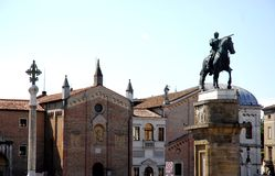 Statue équestre du Gattamelata dans la cimetière de la basilique de St Anthony à Padoue en Vénétie (Italie) Photos stock