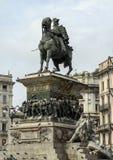 Statue équestre en bronze de Vittorio Emmanuele II au centre de Piazza del Duomo en Milan Italy photo stock