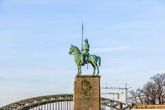 Statue équestre sur le pont de Hohenzollern Images libres de droits