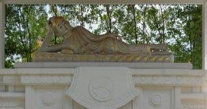 Statue étendue de Bouddha photos stock