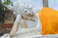 Statue étendue de Bouddha Image stock