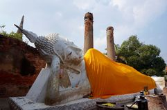 Statue étendue de Bouddha chez Wat Yai Chai Mongkhon, temple à Ayutthaya Photo libre de droits