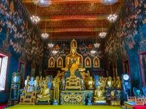 Statue antique de Bouddha en Thaïlande avec la peinture murale autour Photos libres de droits