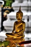 Statue asiatique d'or de Bouddha Photos stock