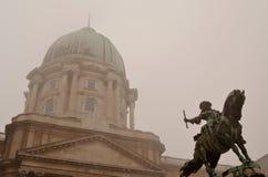 Statue au château de Budapest Photographie stock libre de droits