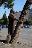 Statue auf Boulevard Bulevardi Deshmoret e Kombit in Tirana stockfotos
