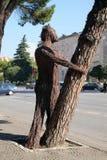 Statue auf Boulevard Bulevardi Deshmoret e Kombit in Tirana stockfotografie