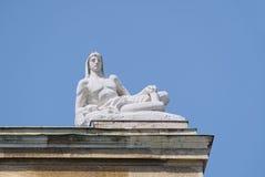 Statue auf Dach Stockfotos
