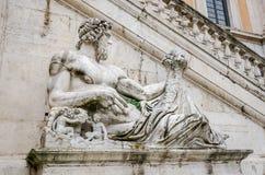 Statue auf dem Brunnen quadratischen in Del Campidoglio von Rom, Hauptstadt von Italien Lizenzfreies Stockfoto