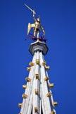 Statue auf dem Turm von BrüsselRathaus (Hotel de Ville) Stockfotos