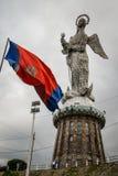 Statue auf die Oberseite des Hügels in Quito, Ecuador stockfotografie