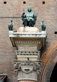 Statue auf eine Spalte Lizenzfreies Stockbild