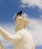 Statue avec le pigeon photos stock