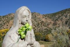 Statue bei El Santuario de Chimayo, New Mexiko stockfotos