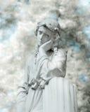 Statue blanche dans le regard infrarouge image stock