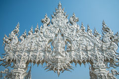 Statue blanche de Bouddha, Wat Rong Khun, Thaïlande Photos libres de droits