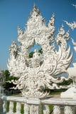Statue blanche de Bouddha, Wat Rong Khun, Thaïlande Photos stock