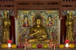 Statue bouddhiste de prière dans le temple Corée du Nord de Pohyon Images stock