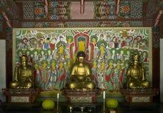Statue bouddhiste de prière dans le temple Corée du Nord de Pohyon Image stock