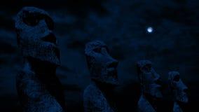 Statue cape dell'isola di pasqua alla notte video d archivio