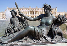 Statue am Chateau O Versailles, Frankreich stockbild
