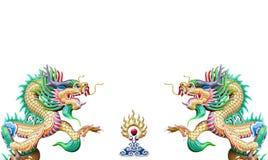 Statue chinoise colorée de dragon sur le fond blanc photo stock