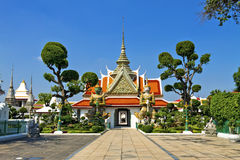 Statue and church  Wat Arun Royalty Free Stock Photography