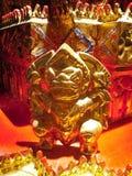 Statue ci-dessous de moine thaïlandais de siège, Songkhla, Thaïlande Image libre de droits