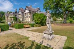 Statue classique, jardin de Bodnant, Pays de Galles photo libre de droits