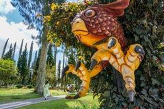 statue color?e d'aigle dans un temple dans Bali photographie stock